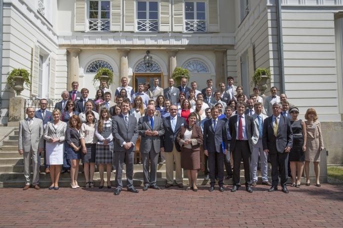 uczestnicy Warsaw Euro-Atlantic Summer Academy w 2013 roku, źródło: www.coleurope.eu