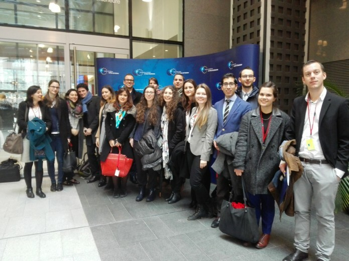 The students at the entrance of the EEAS
